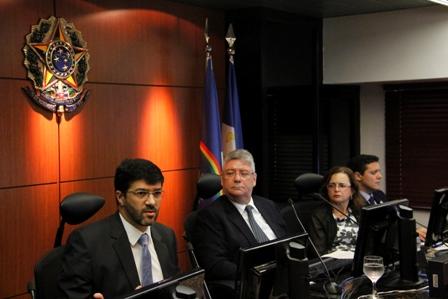Des. Francisco Rossal; diretor da EJ, André Genn; presidente do TRT-PE, Gisane Araújo; e secretário-geral, Sérgio Mello